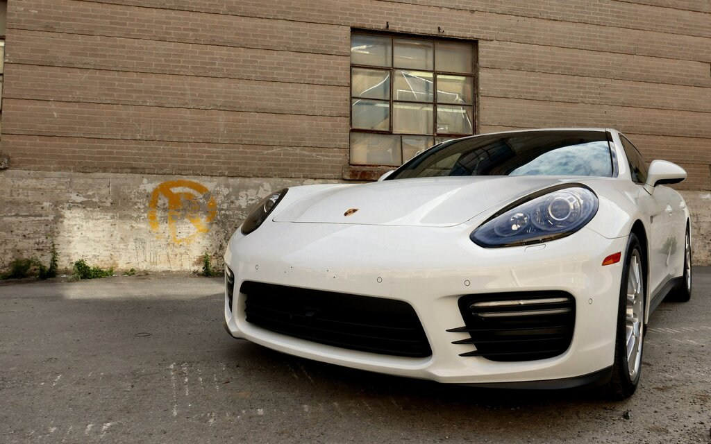 2015 porsche panamera gts following no leader the car guide. Black Bedroom Furniture Sets. Home Design Ideas