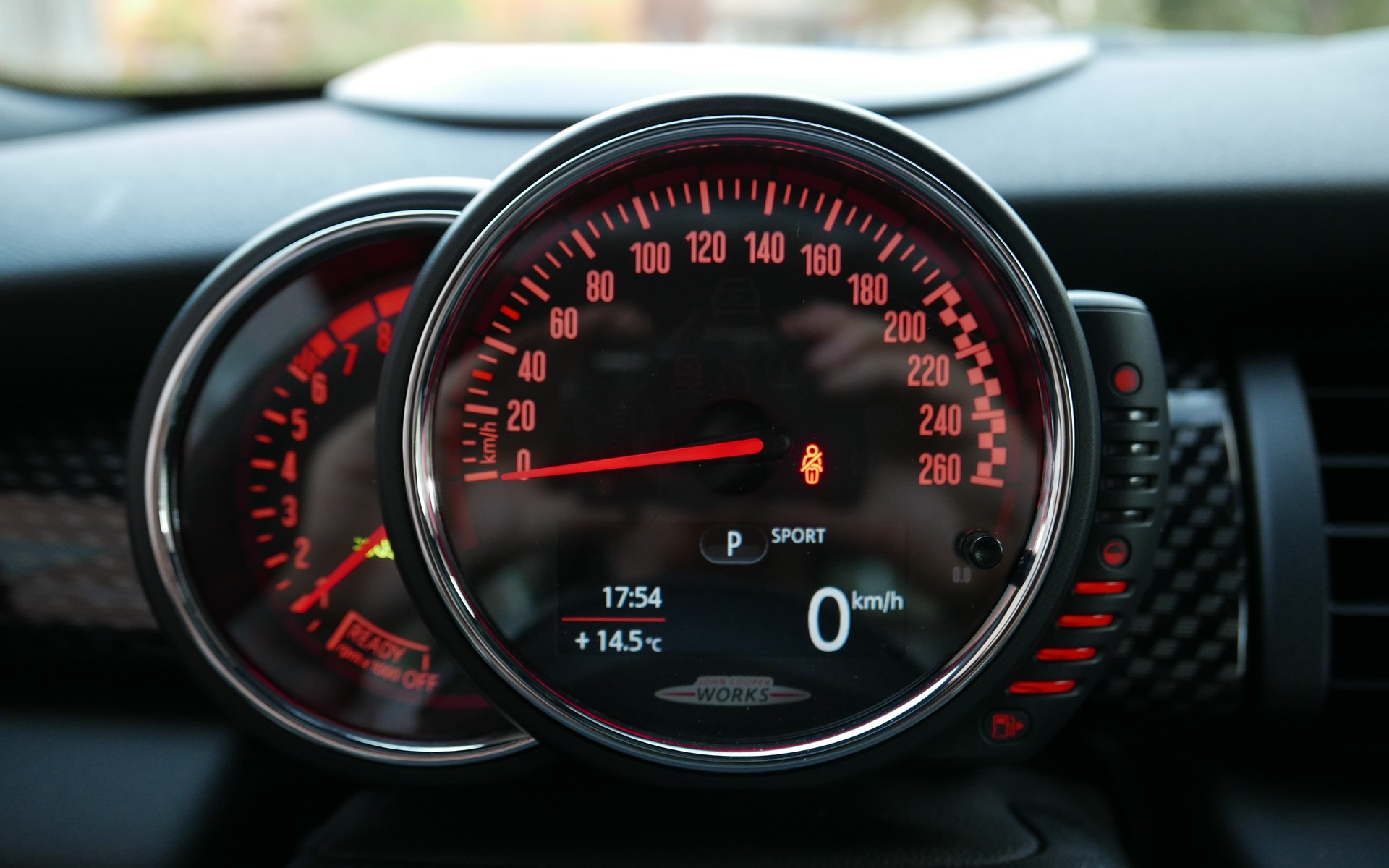 The round speedometer matches the circular centre stack.