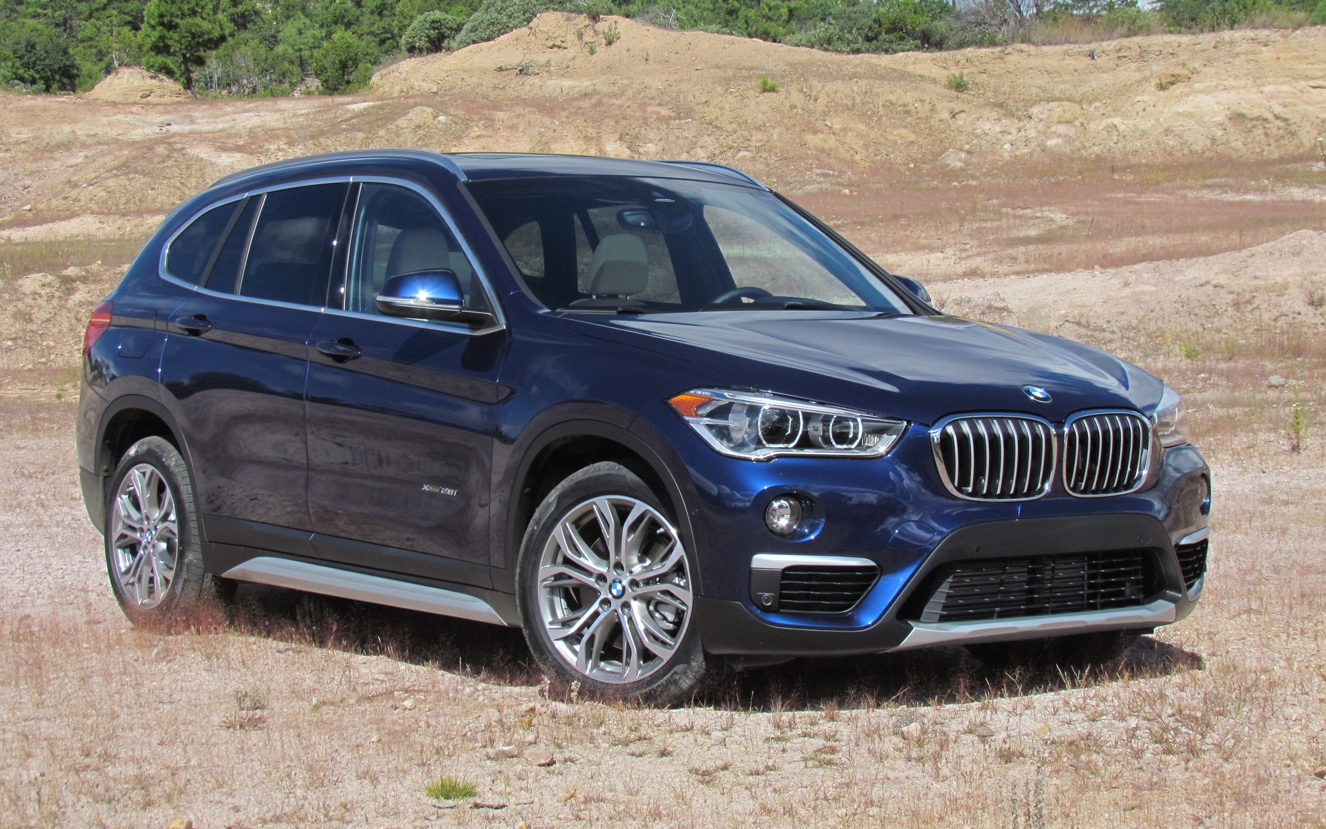 2016 bmw x1 xdrive 28i the smallest x gets a new platform the car guide. Black Bedroom Furniture Sets. Home Design Ideas