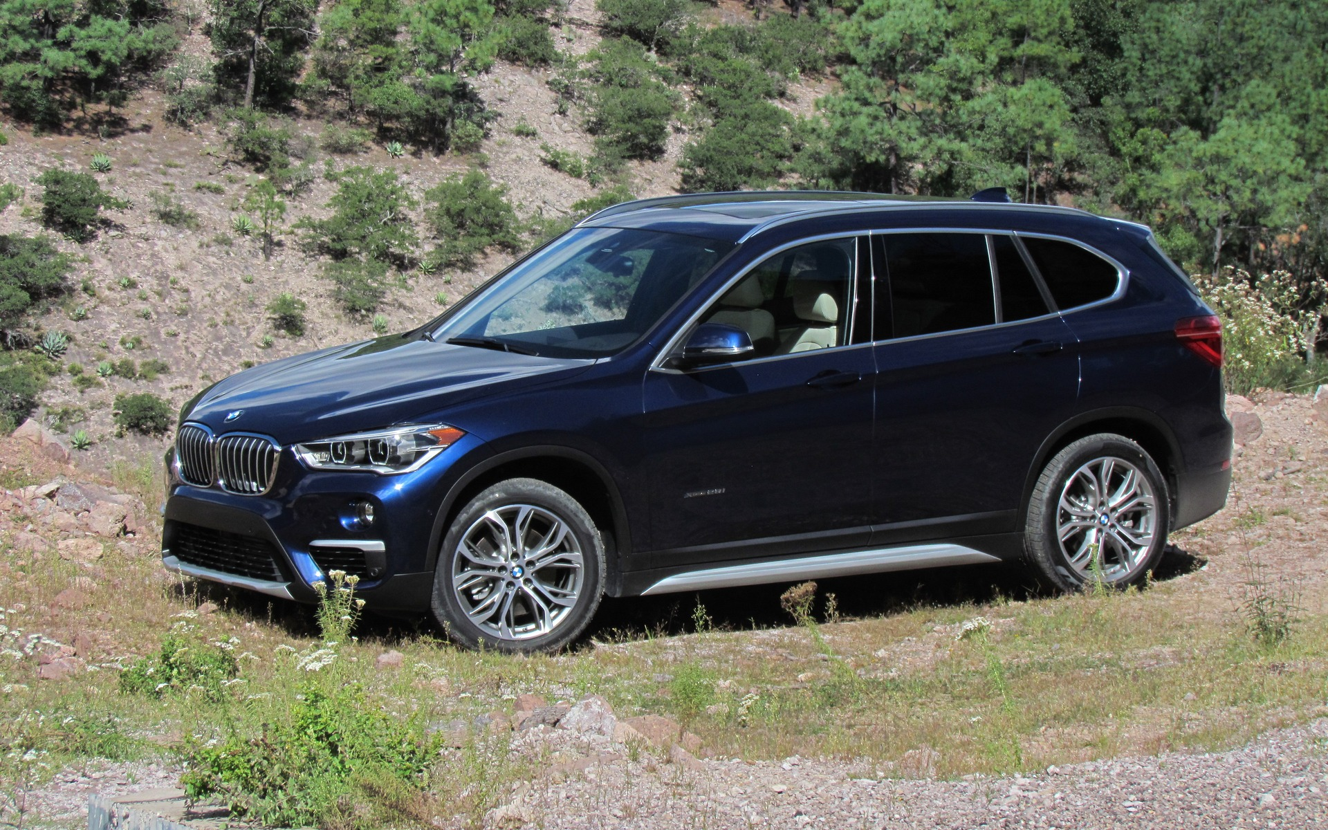 2016 bmw x1 xdrive 28i the smallest x gets a new platform 2 24. Black Bedroom Furniture Sets. Home Design Ideas