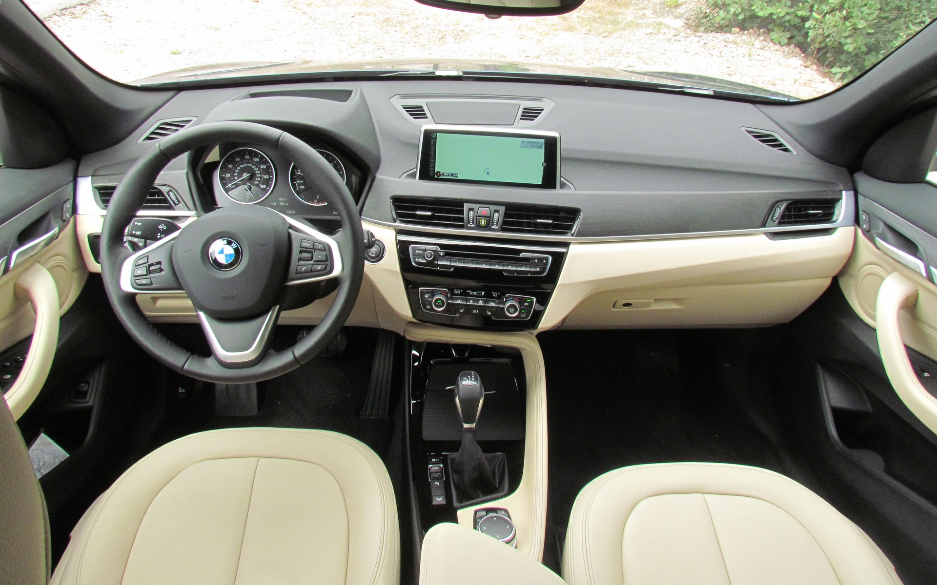 2016 bmw x1 xdrive 28i the smallest x gets a new platform. Black Bedroom Furniture Sets. Home Design Ideas
