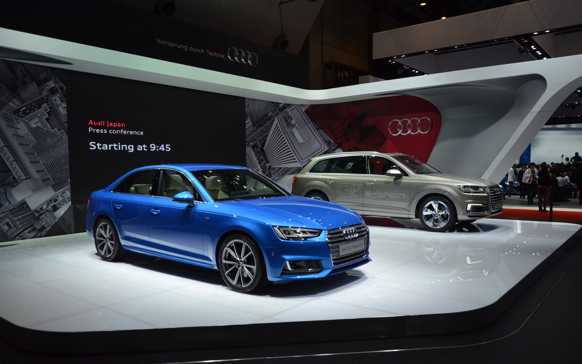 La Audi A4 et le Q7 e-tron quattro au Salon de l'Auto de Tokyo
