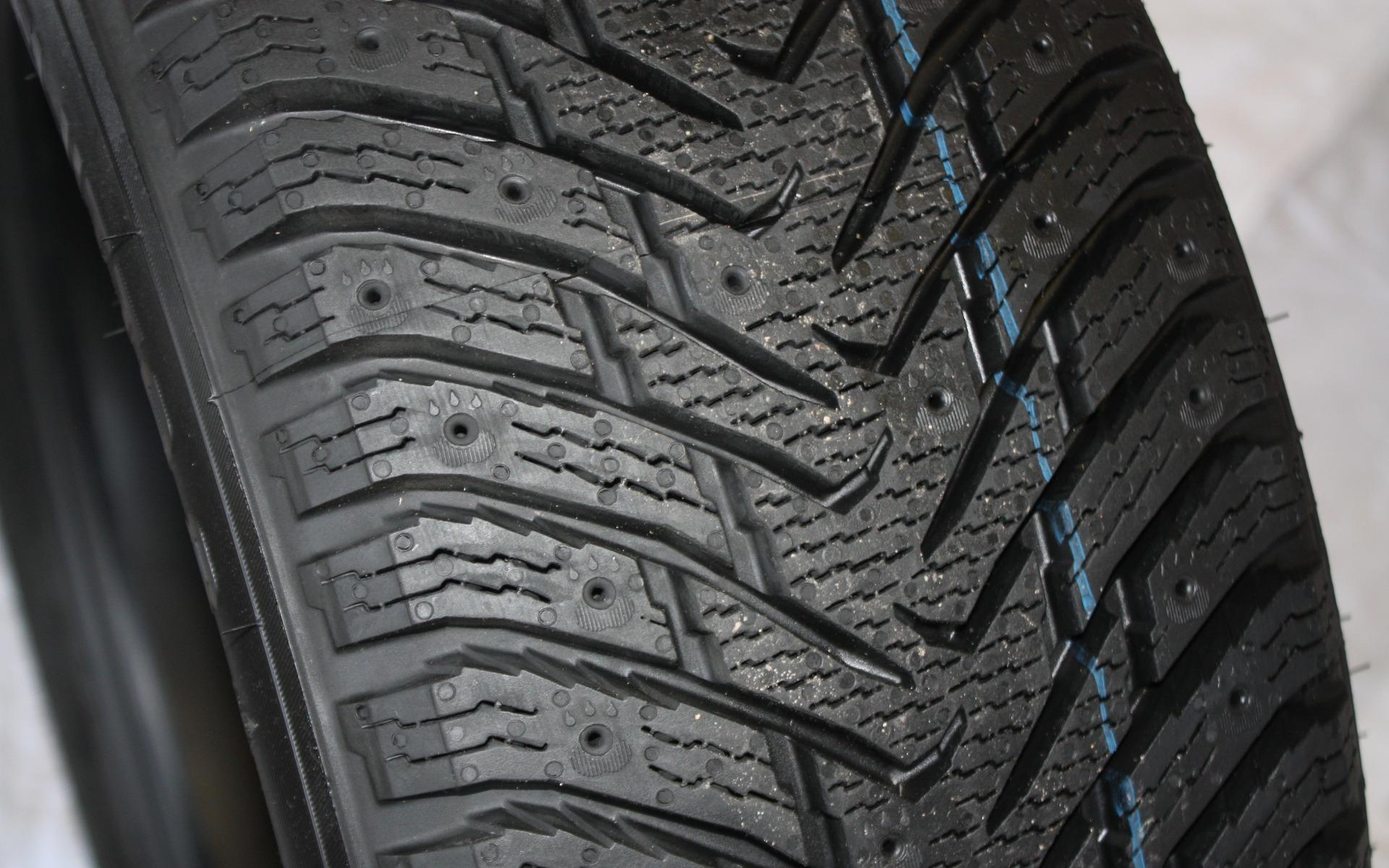 le top 10 des meilleurs pneus d 39 hiver selon le guide de l 39 auto 2 12. Black Bedroom Furniture Sets. Home Design Ideas