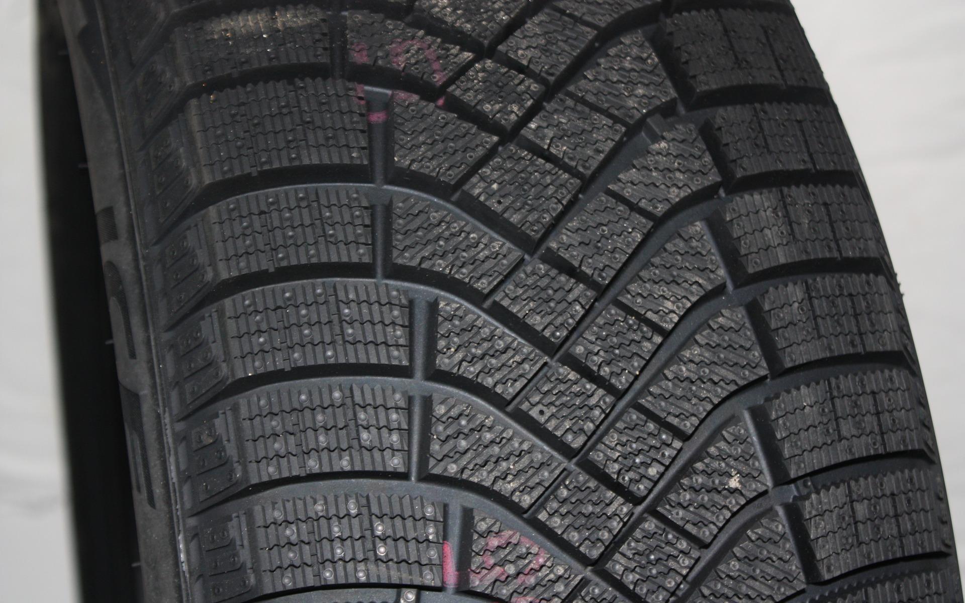 le top 10 des meilleurs pneus d 39 hiver selon le guide de l 39 auto 7 12. Black Bedroom Furniture Sets. Home Design Ideas