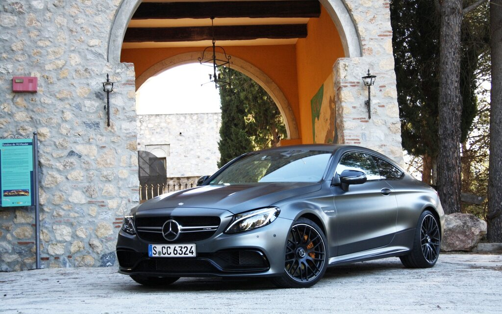 mercedes amg c 63 coup 2017 source de motivation guide auto. Black Bedroom Furniture Sets. Home Design Ideas