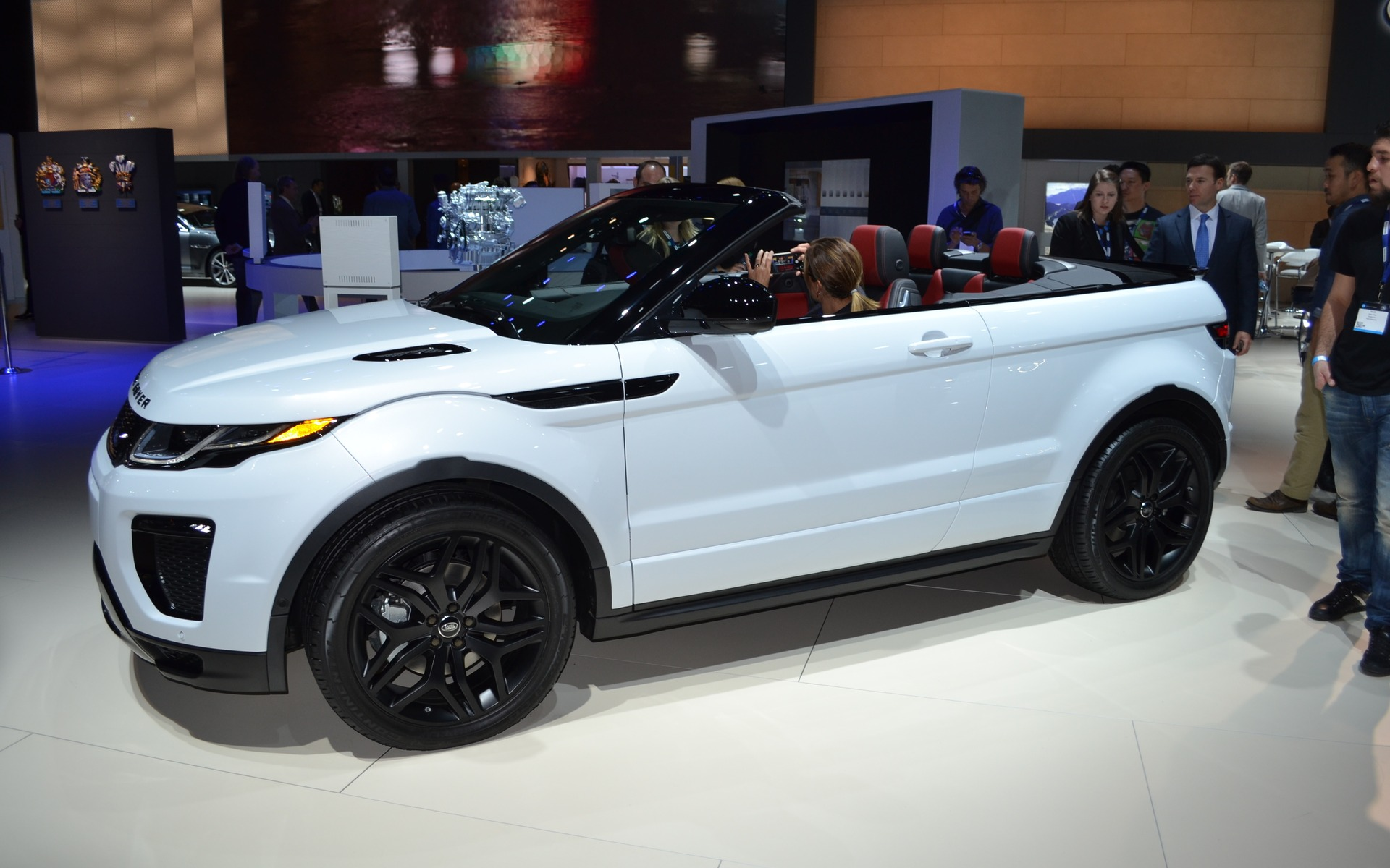 le range rover evoque d capotable pr t pour son d voilement guide auto. Black Bedroom Furniture Sets. Home Design Ideas