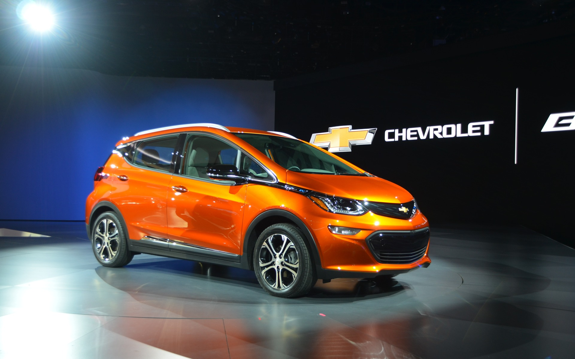 2017 chevrolet bolt touching the future the car guide. Black Bedroom Furniture Sets. Home Design Ideas