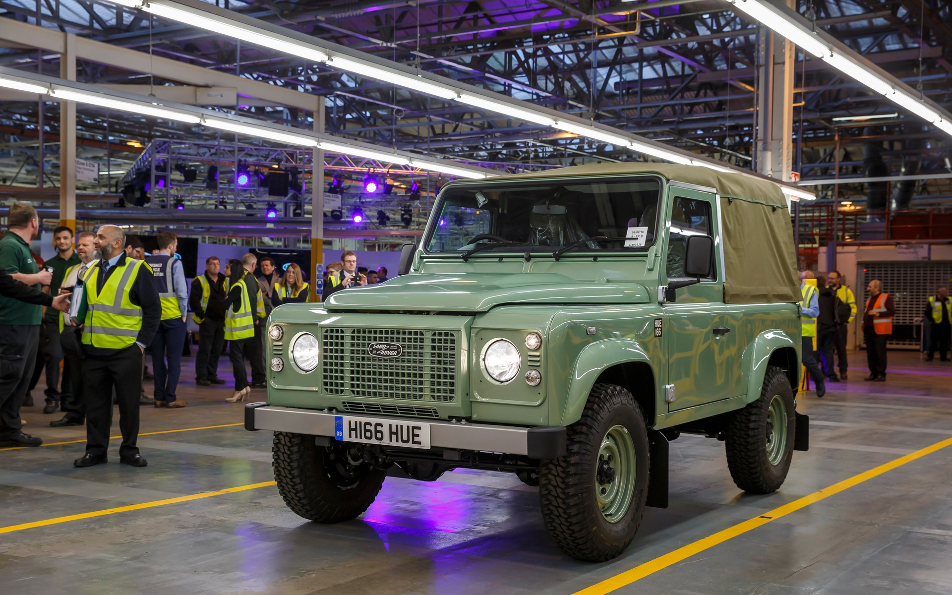 Land Rover 4x4 The Last Defender Phasing Out Its Original Car 90 Heritage
