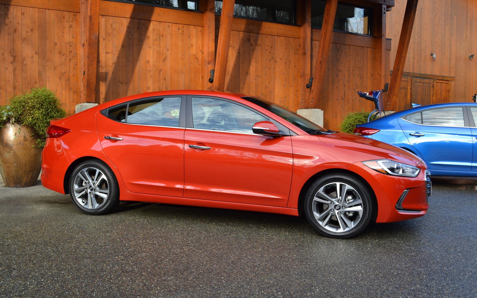 2017 Hyundai Elantra Taking The Honda Civic Head On 5 31
