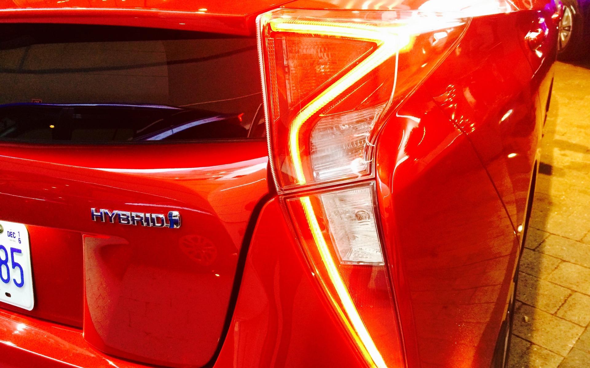 Toyota Prius 2016 - Design polarisant de la partie arrière.