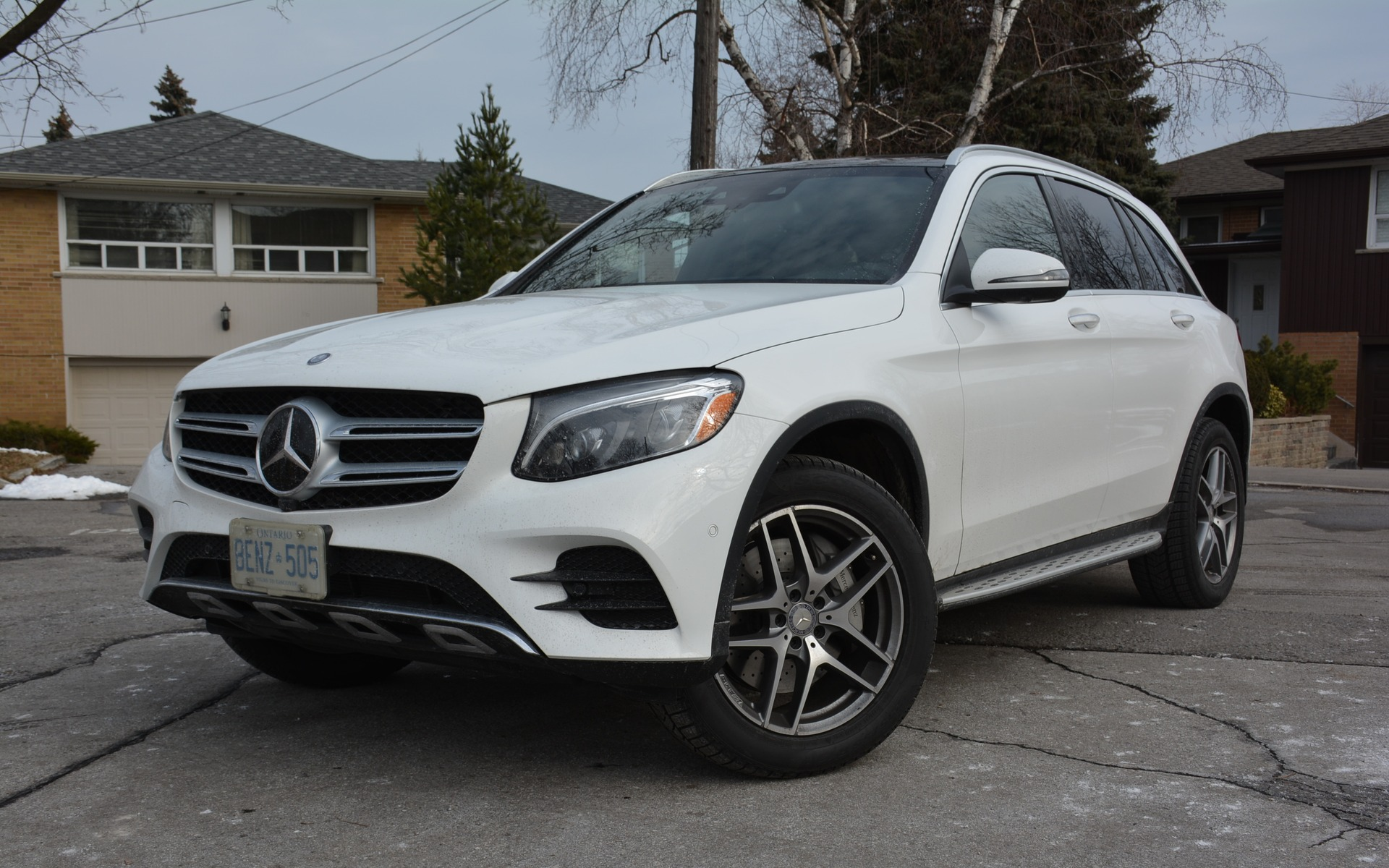 https://i.gaw.to/photos/2/4/2/242357_2016_Mercedes-Benz_GLC-Class.jpg