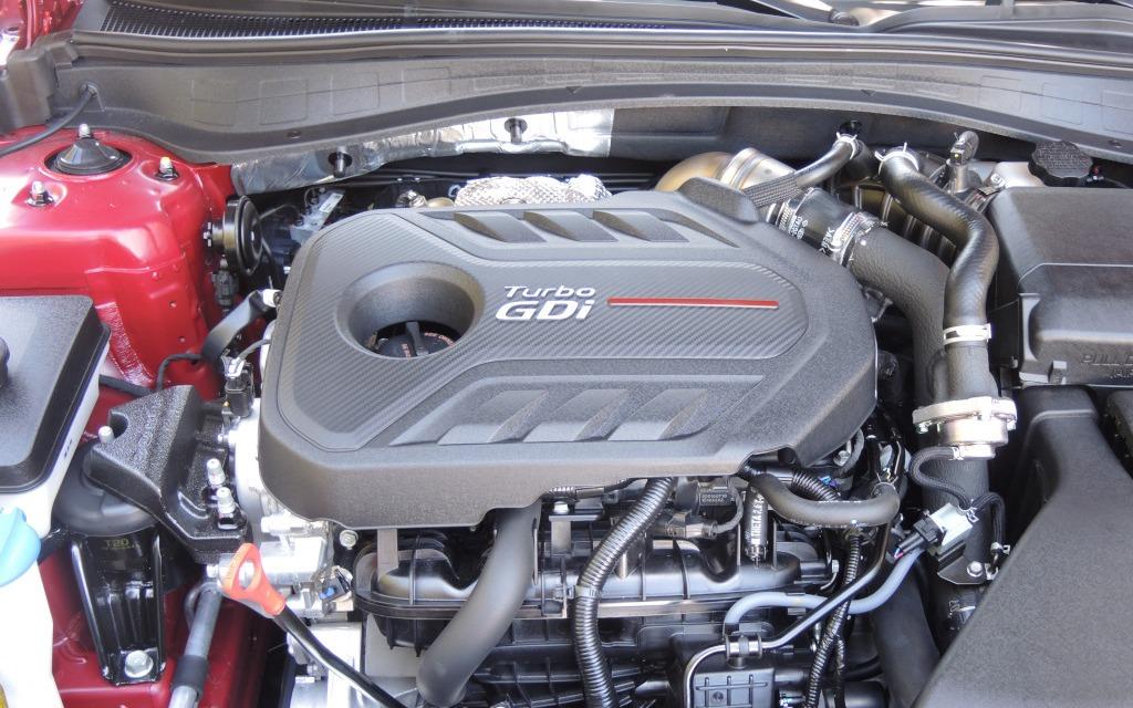 Le moteur 2,0 litres turbo produit 245 chevaux.