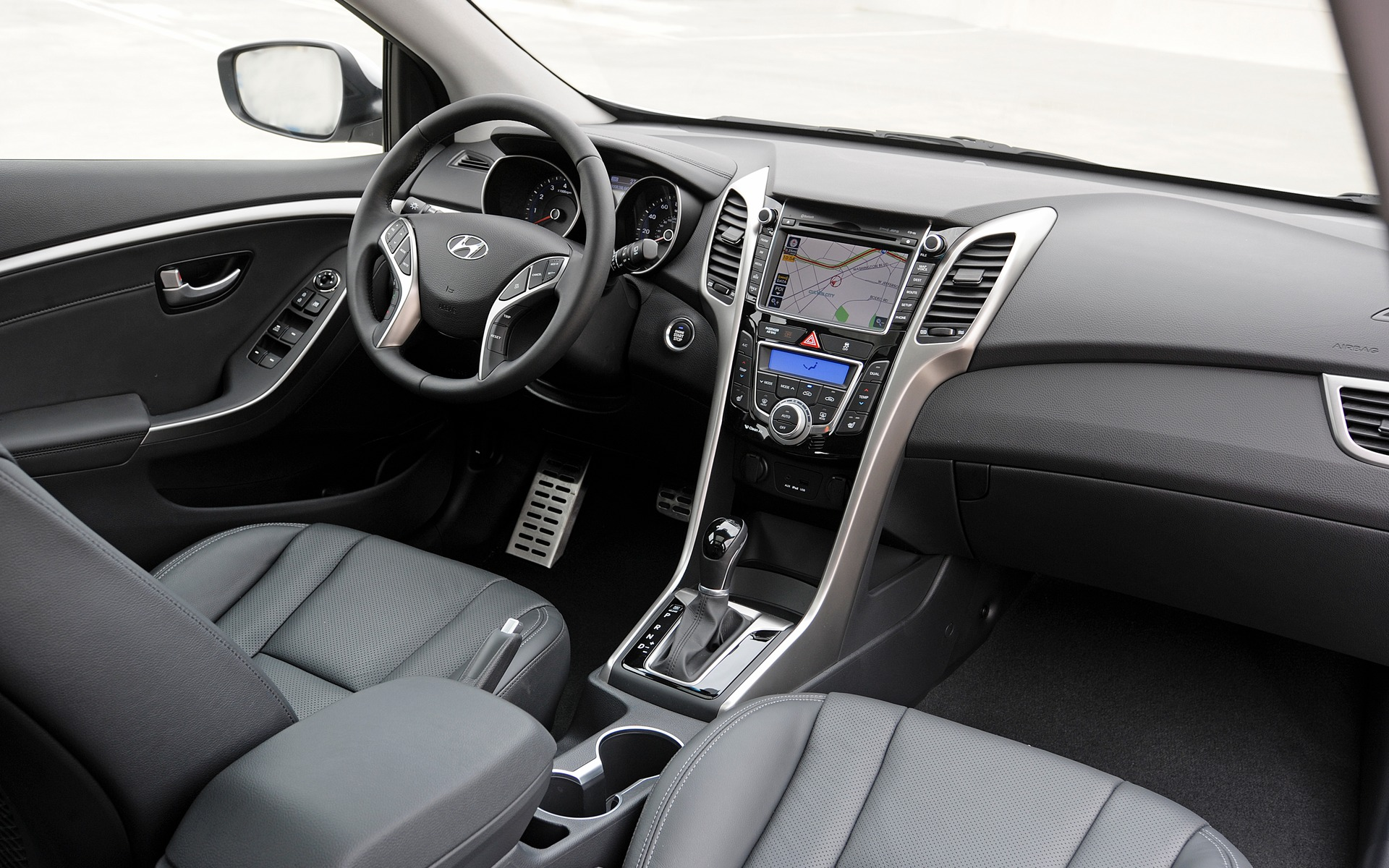 sale seats used elantra gt htm surrey certified hatchback for hyundai comfortable controls bc steering