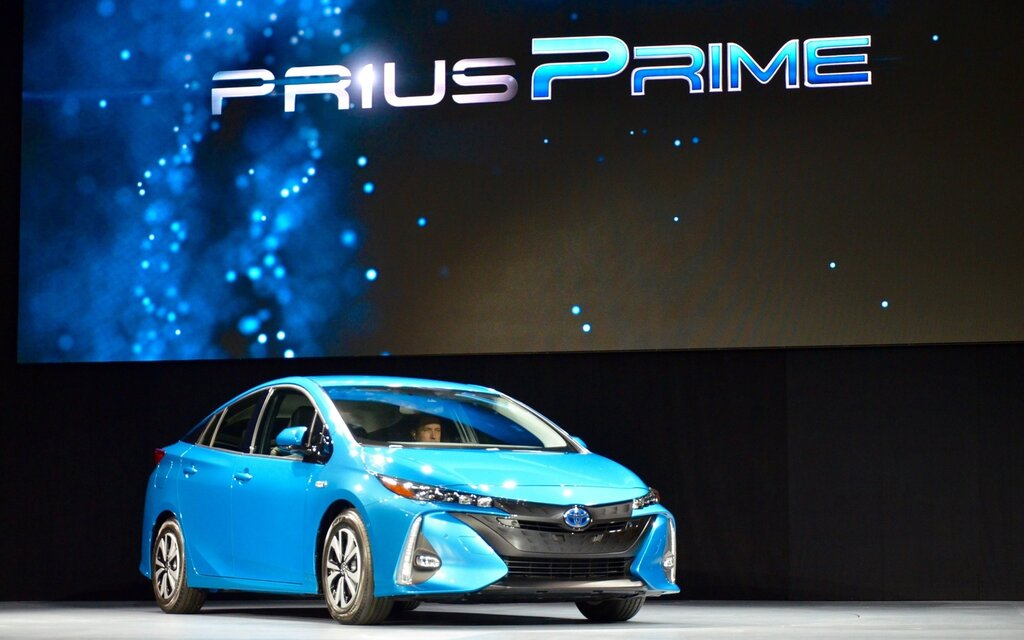 toyota prius prime 2017 le nouveau mod le hybride branchable de la prius d voil new york. Black Bedroom Furniture Sets. Home Design Ideas