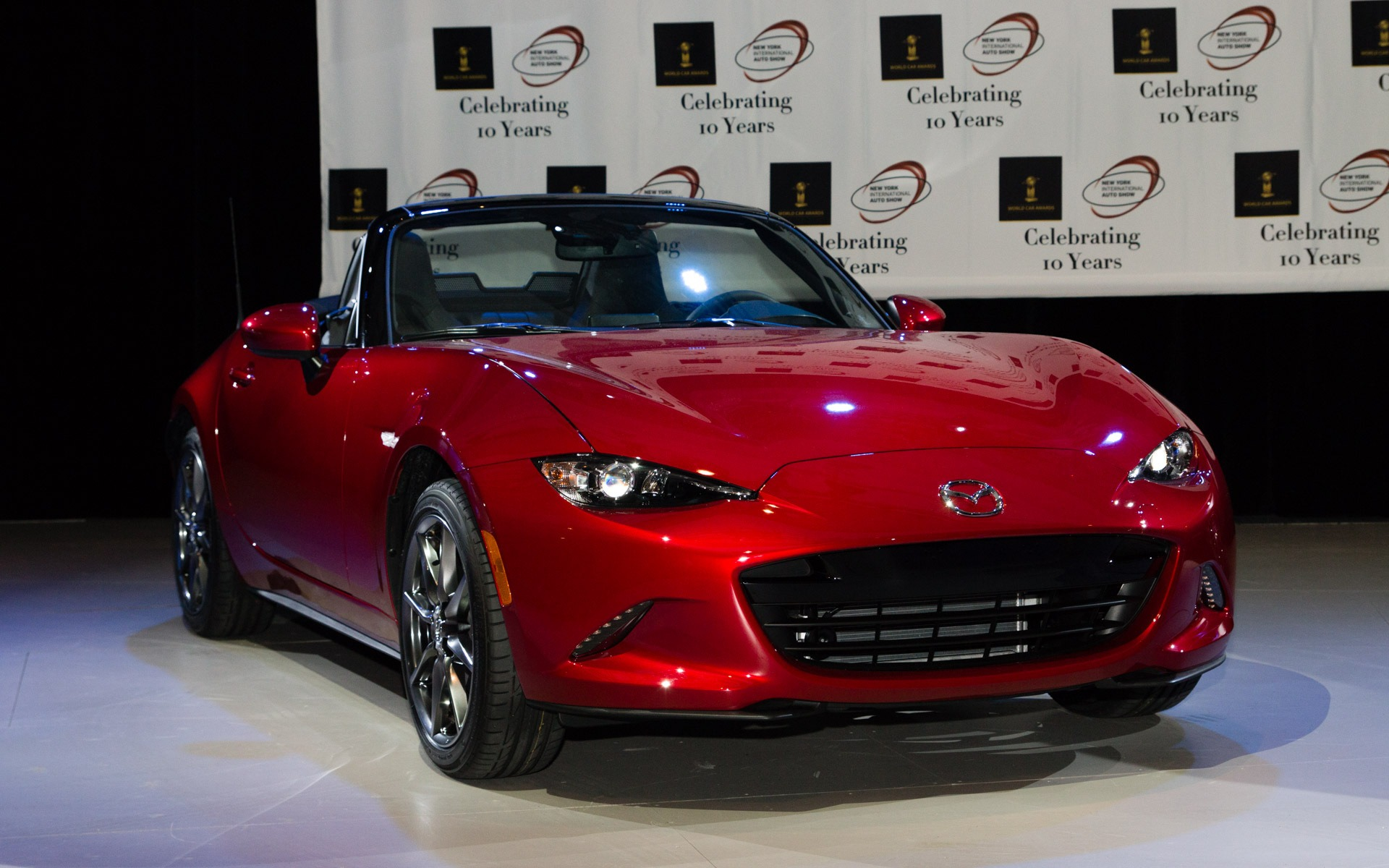 prix mondiaux de l ann e 2016 la mazda mx 5 reine du monde guide auto. Black Bedroom Furniture Sets. Home Design Ideas