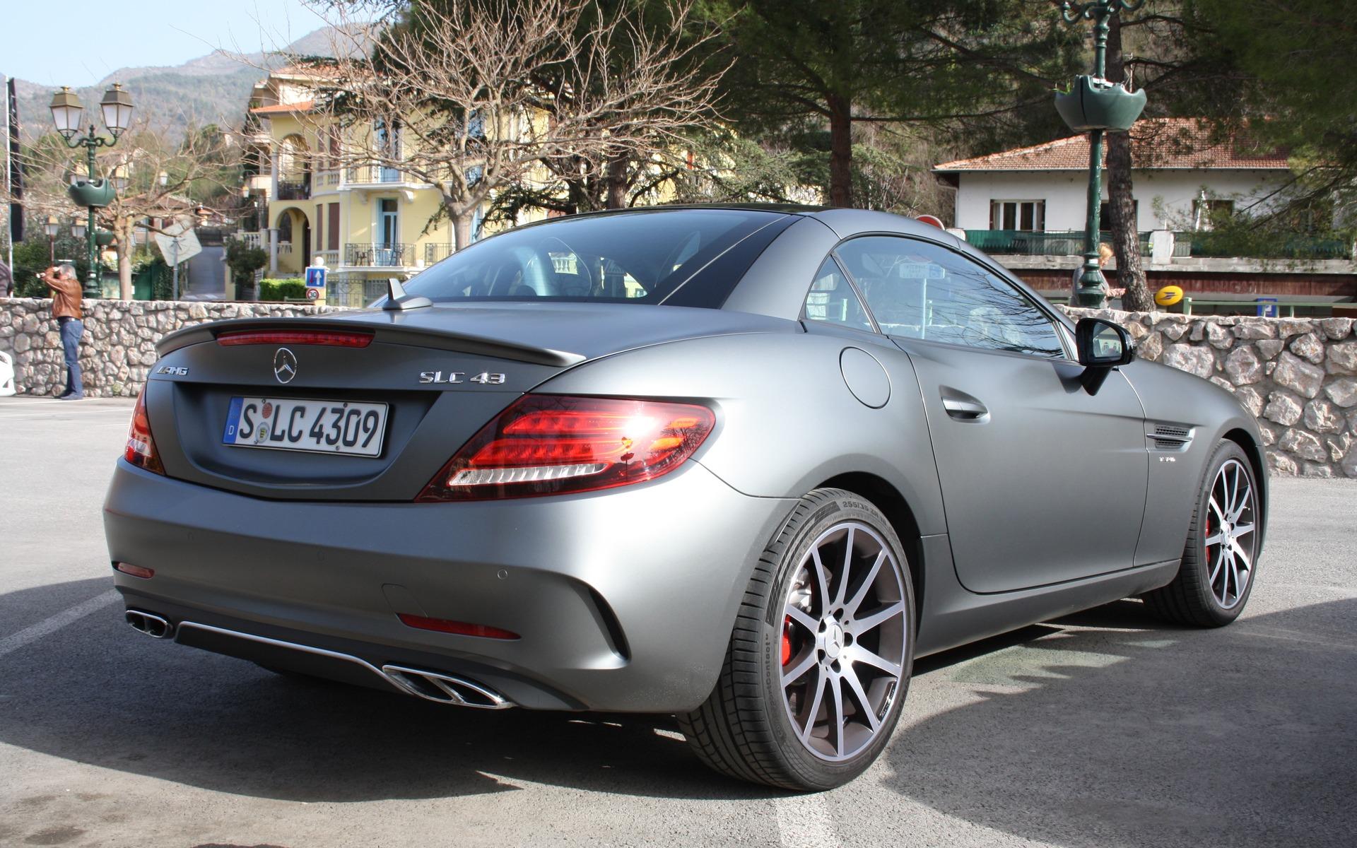 https://i.gaw.to/photos/2/4/5/245389_2017_Mercedes-Benz_SLC.jpg