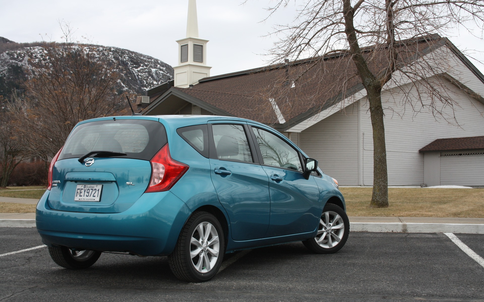 2016 nissan versa note the big subcompact the car guide. Black Bedroom Furniture Sets. Home Design Ideas