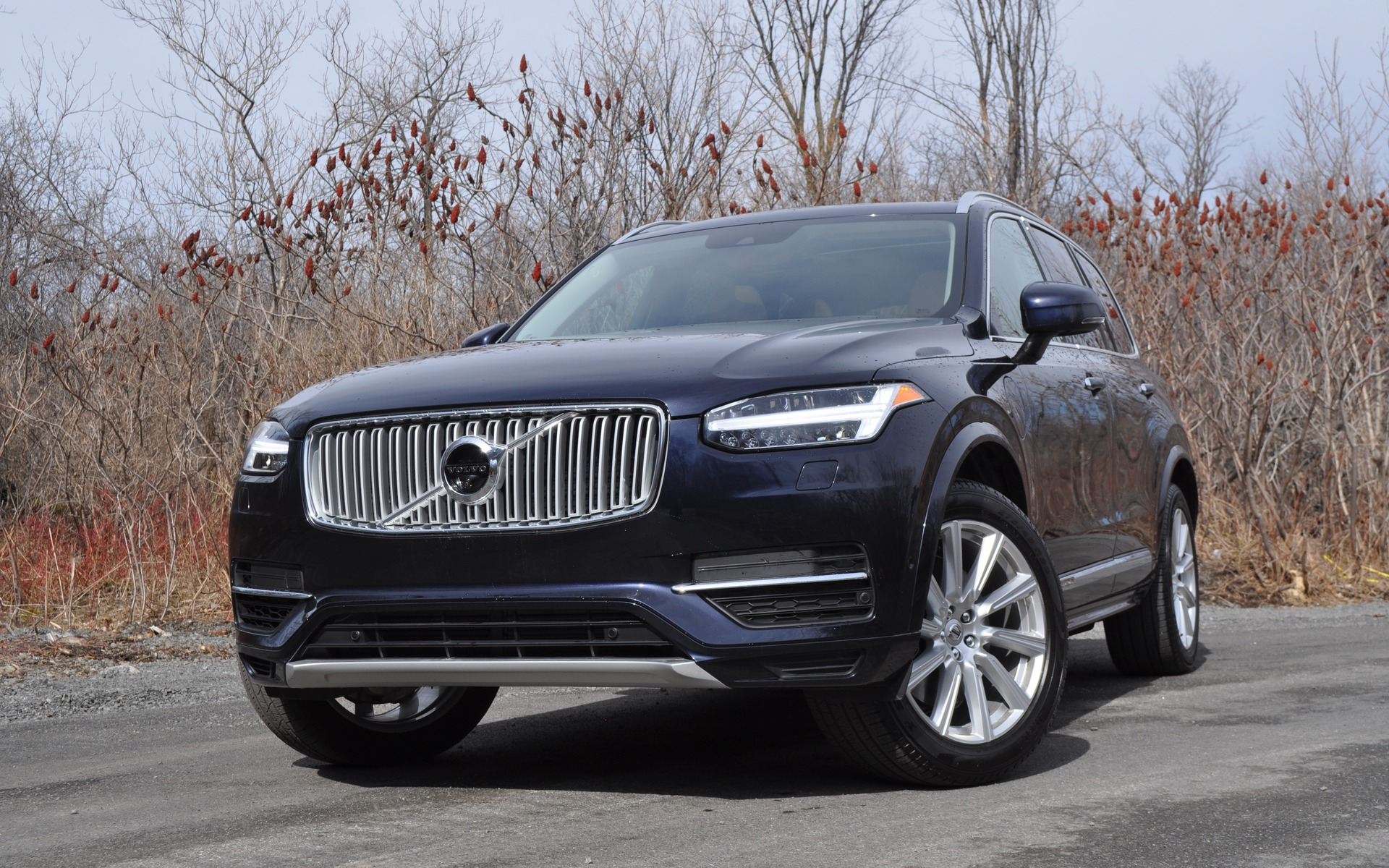 2016 Volvo XC90 T8 Inscription: Efficiency, luxury and performance