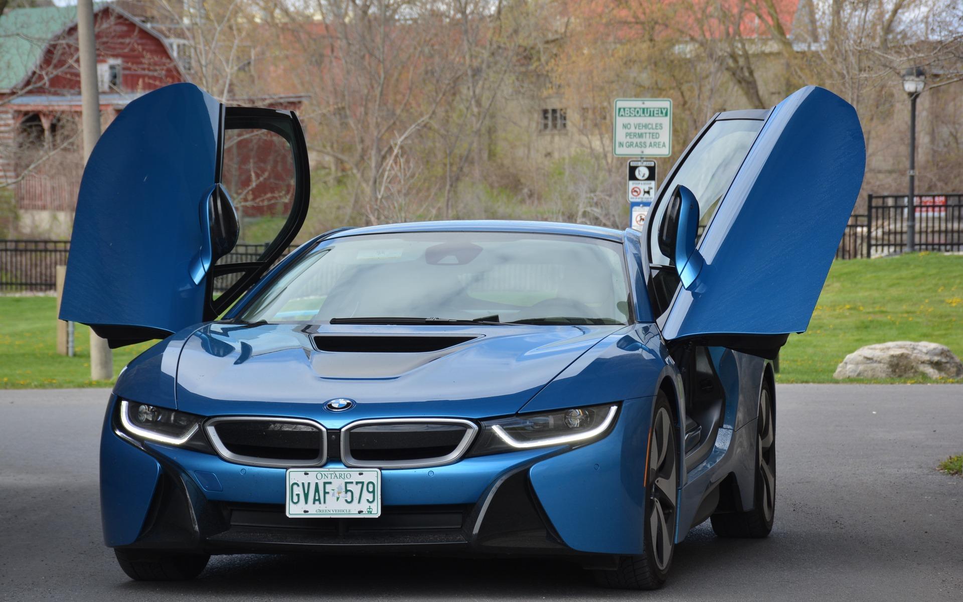 The BMW i8 from Toronto to Ottawa