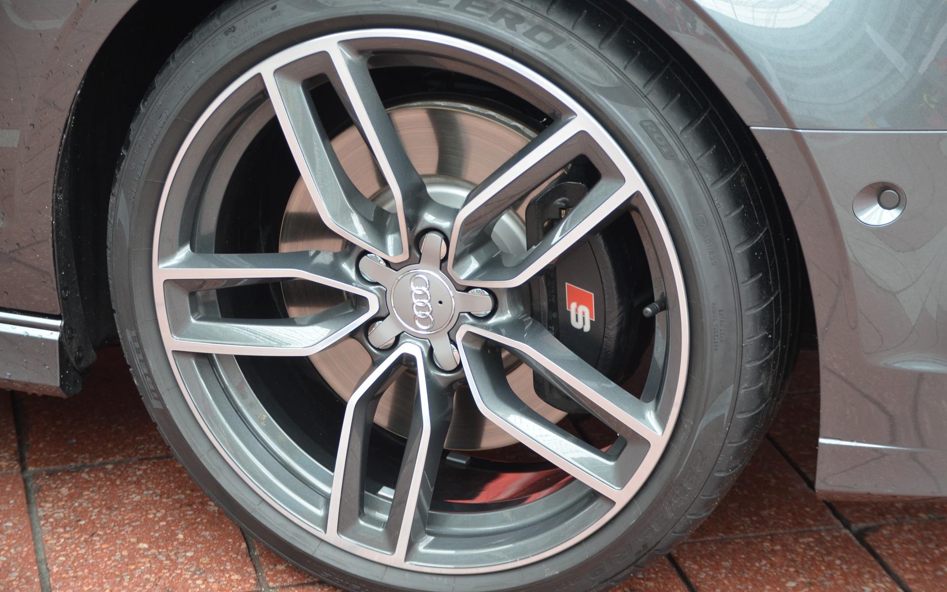 Même s'il s'agit d'une S3, les disques de frein ne sont pas ventilés.