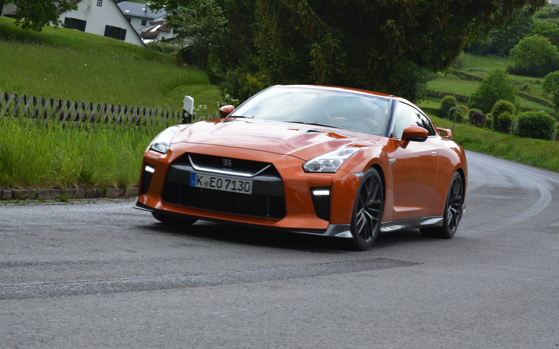 5c40343669f320 2017 Nissan GT-R: GT-Class Graduate - The Car Guide