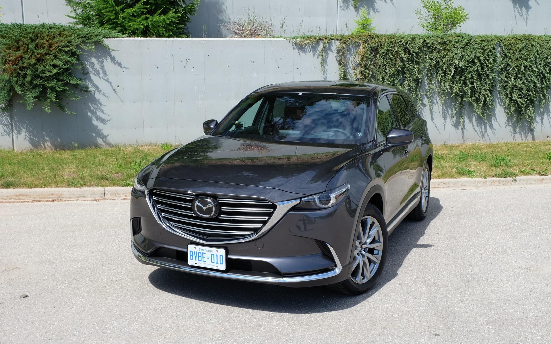 La silhouette du Mazda CX-9 2016 est moderne.