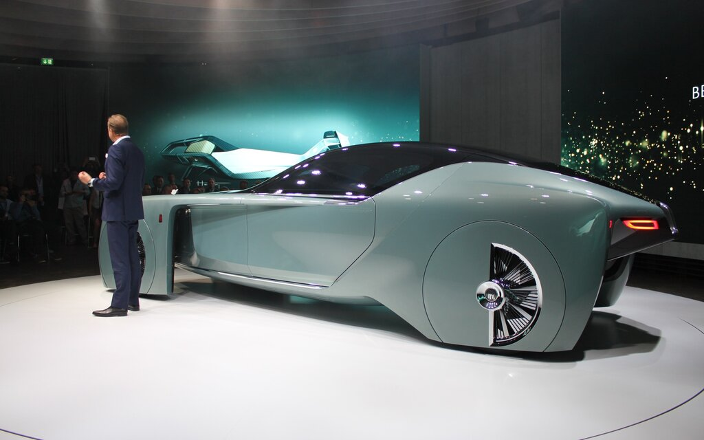 exclusive rolls royce vision next 100 look ma no steering wheel the car guide. Black Bedroom Furniture Sets. Home Design Ideas