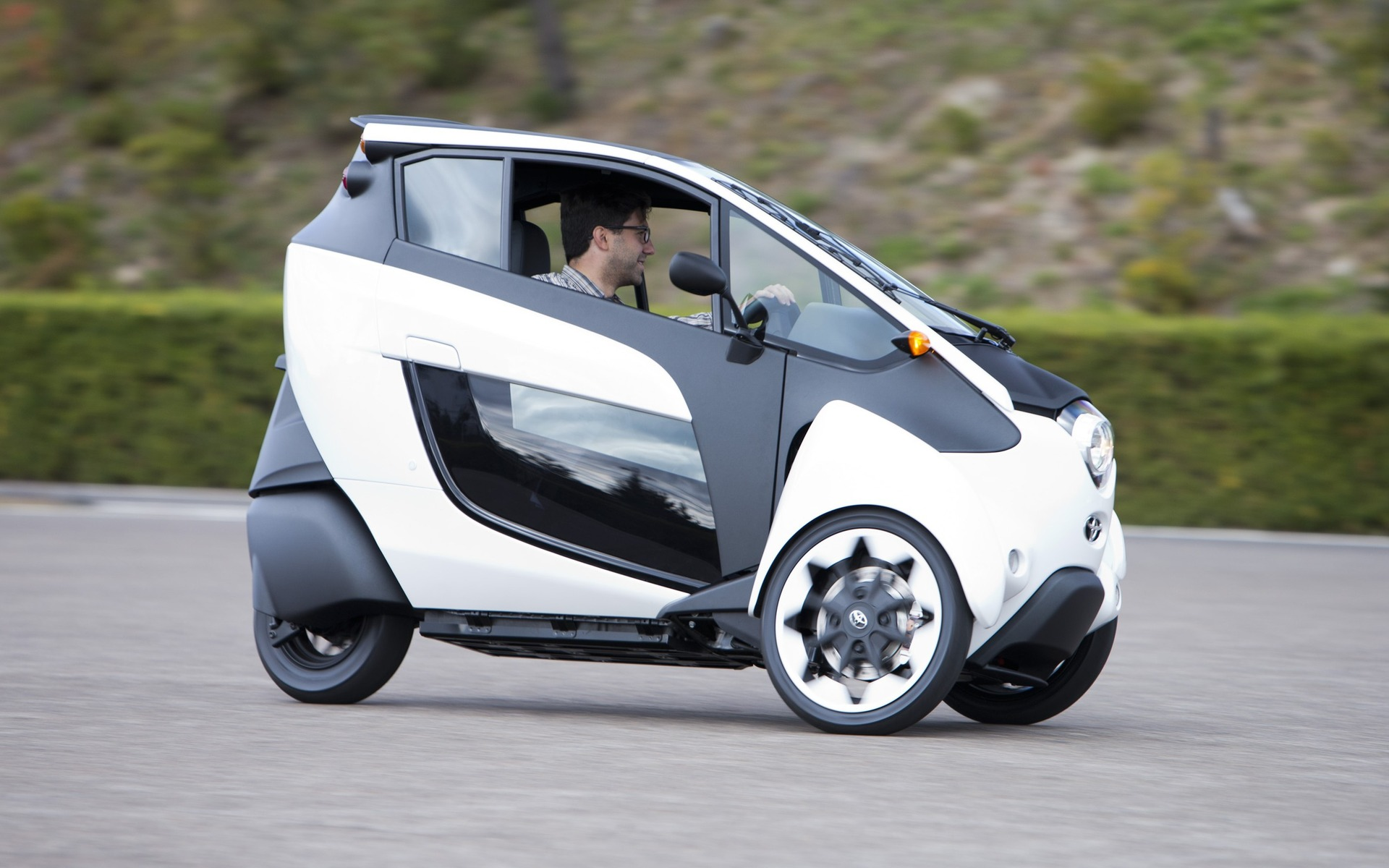 Futuristic Toyota I Road And Coms The Possibilities Of Car Sharing