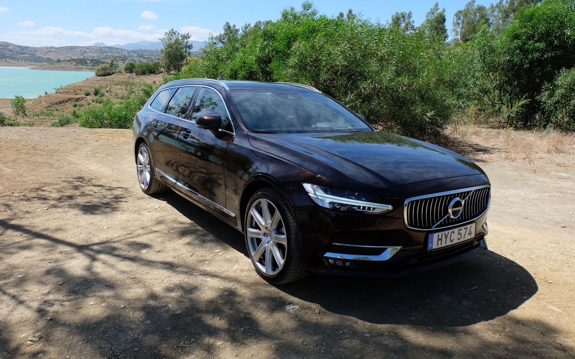 2017 volvo s90 and v90 two more swedish masterpieces the car guide. Black Bedroom Furniture Sets. Home Design Ideas