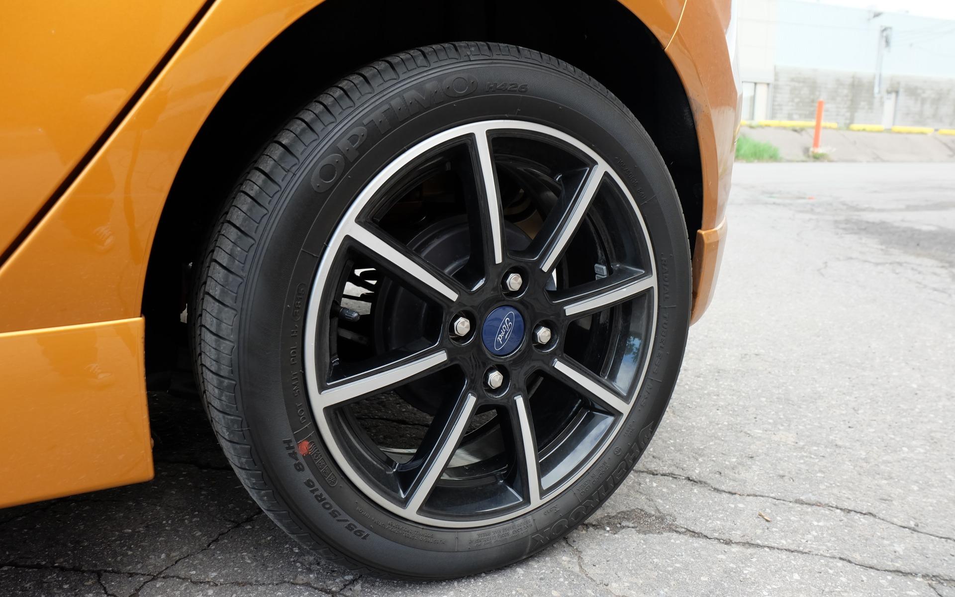 Ces roues de 16 pouces font partie d'un ensemble d'apparence optionnel.