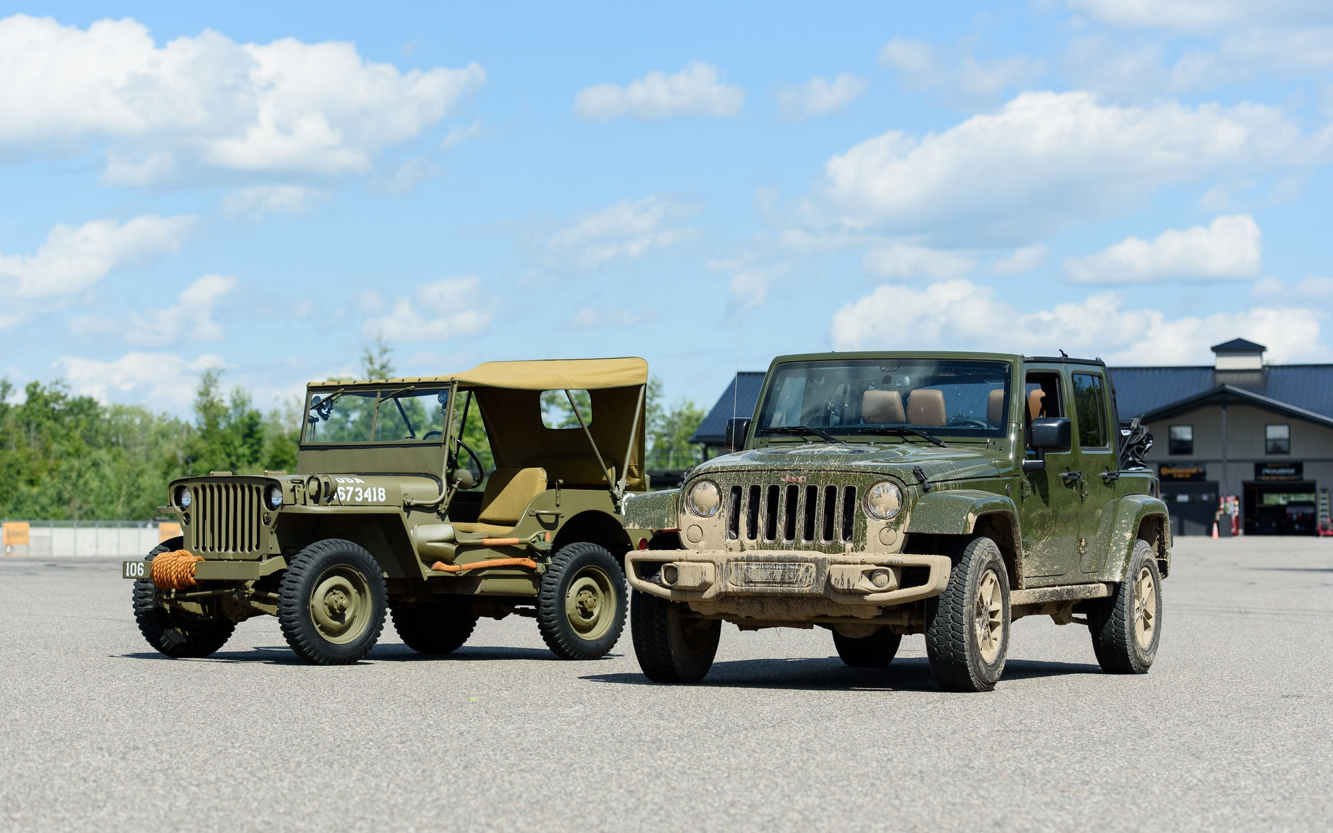 Jeep Willys 1944 et Jeep Wrangler Willys Wheeler 2016