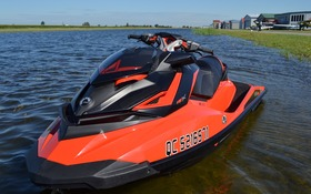 Sea-Doo RXP-X vs T-Rex 16S vs McLaren MP4-12C vs NASCAR - The Car Guide