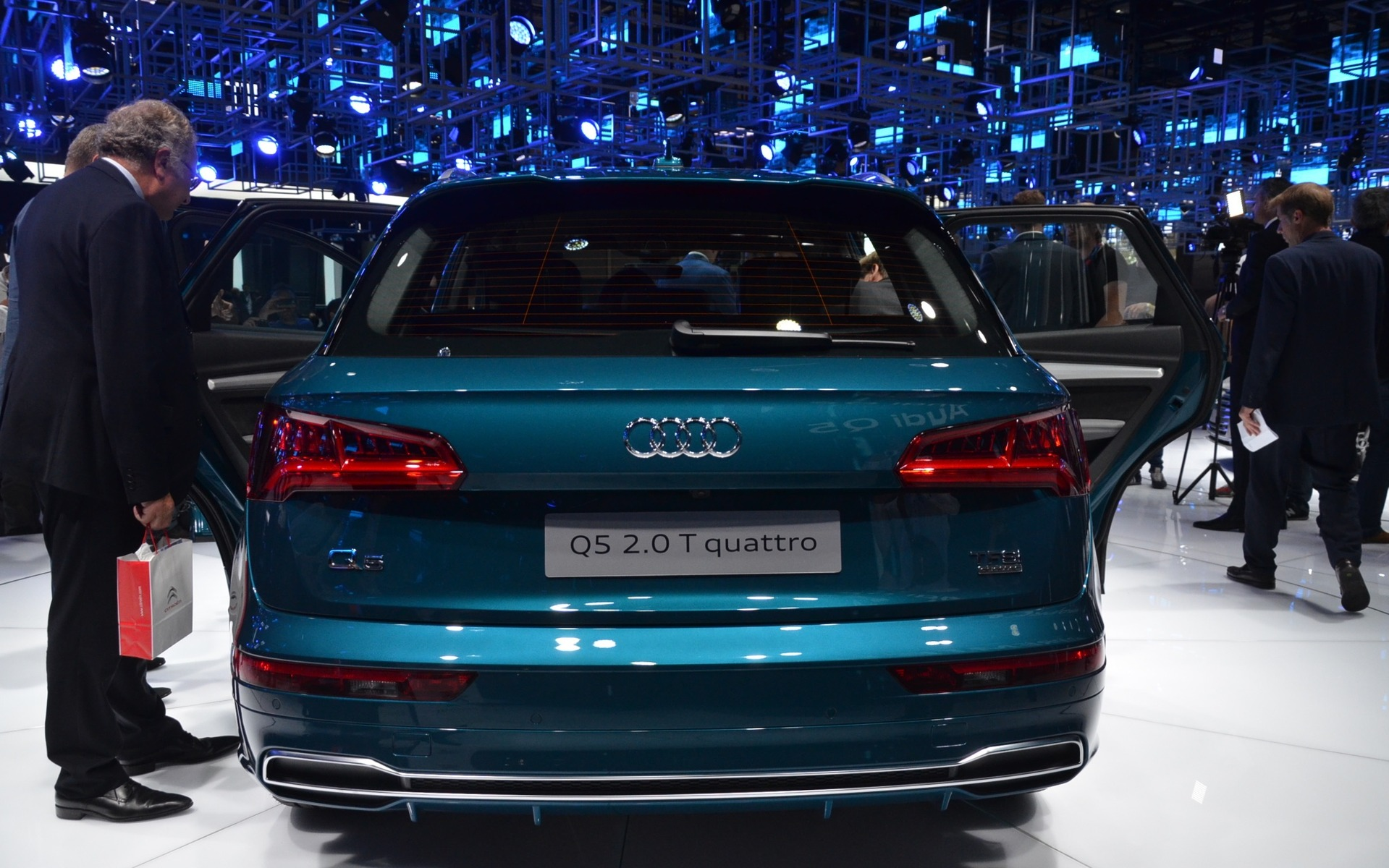 Audi q5 2018 premi re mondiale au salon de l 39 auto de for Salon de l auto