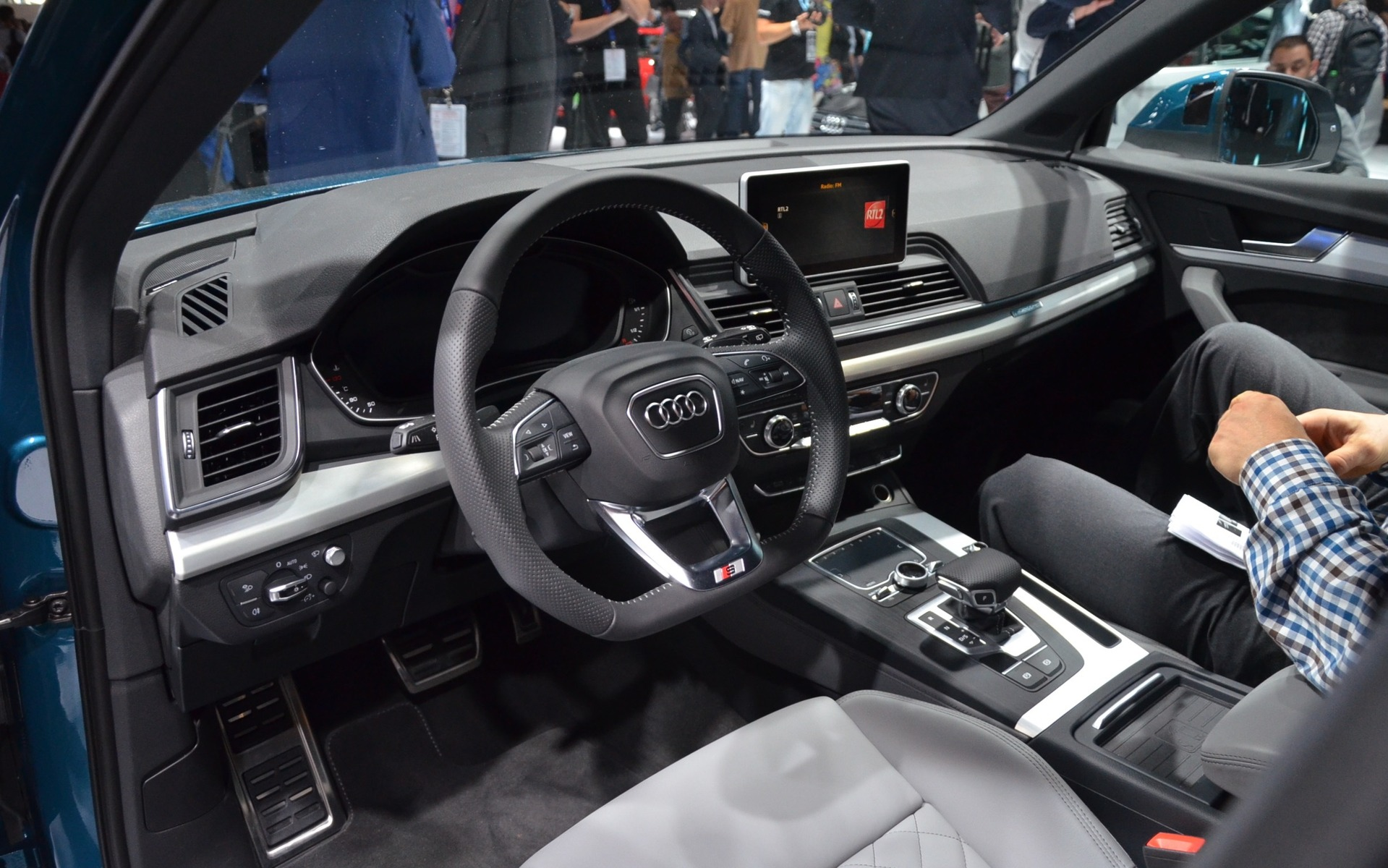 audi q5 2018 premi re mondiale au salon de l 39 auto de paris 6 7. Black Bedroom Furniture Sets. Home Design Ideas