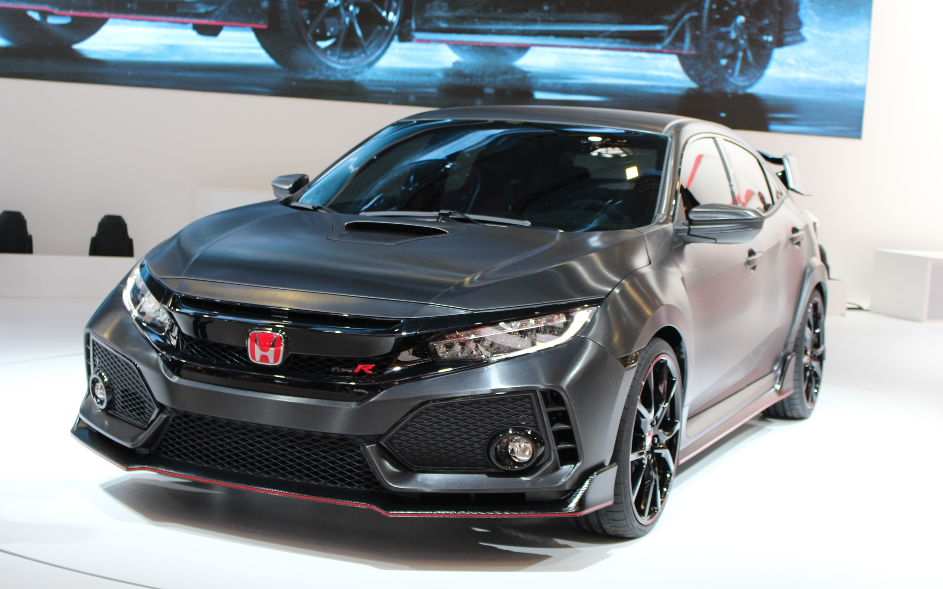 a prototype of the honda civic type r in paris the car guide. Black Bedroom Furniture Sets. Home Design Ideas