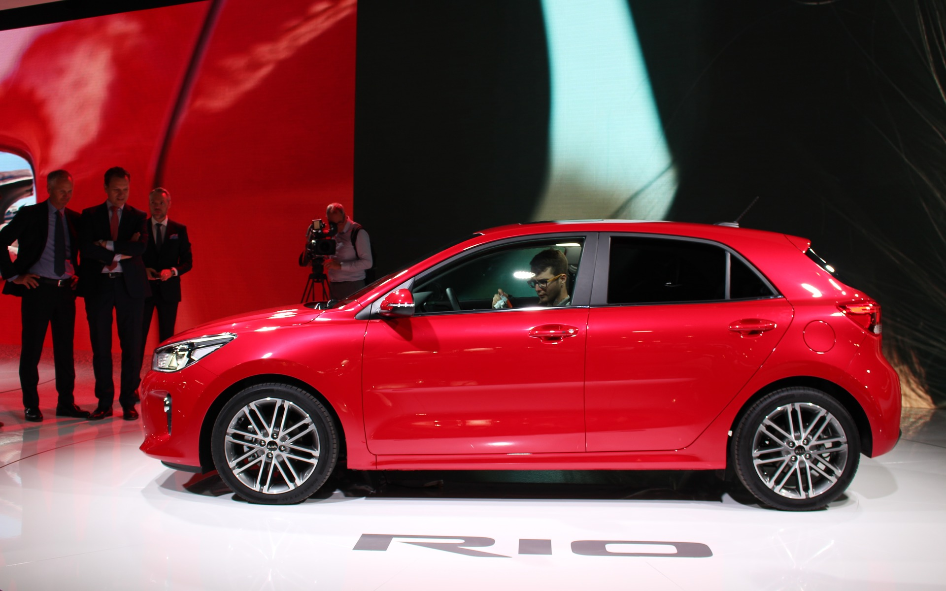2019 Kia Rio >> 2018 Kia Rio Five-Door Bows in Paris - 12/60