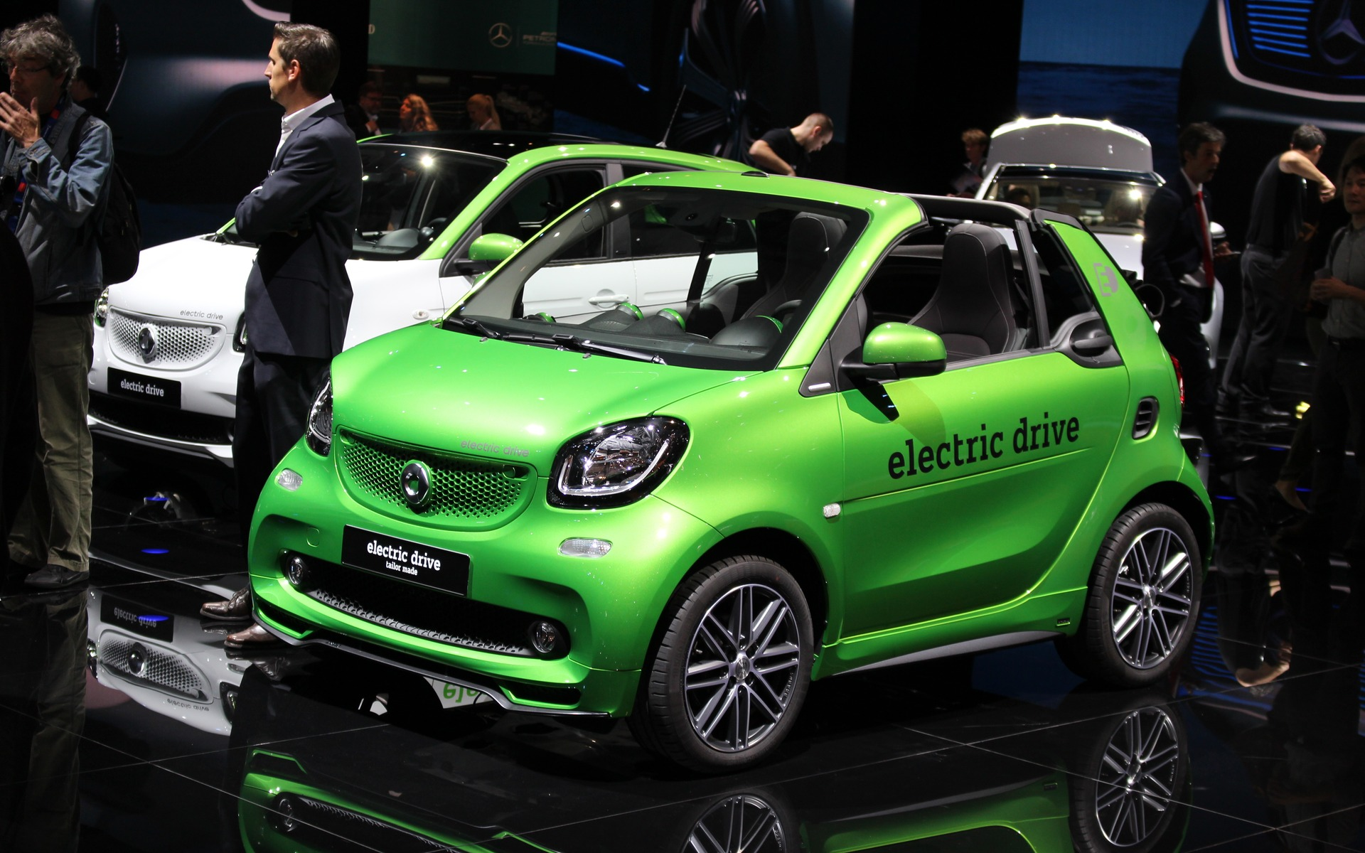 Smart Car Dealers >> 2017 smart fortwo electric drive: Return of the Electric City Car - 2/26