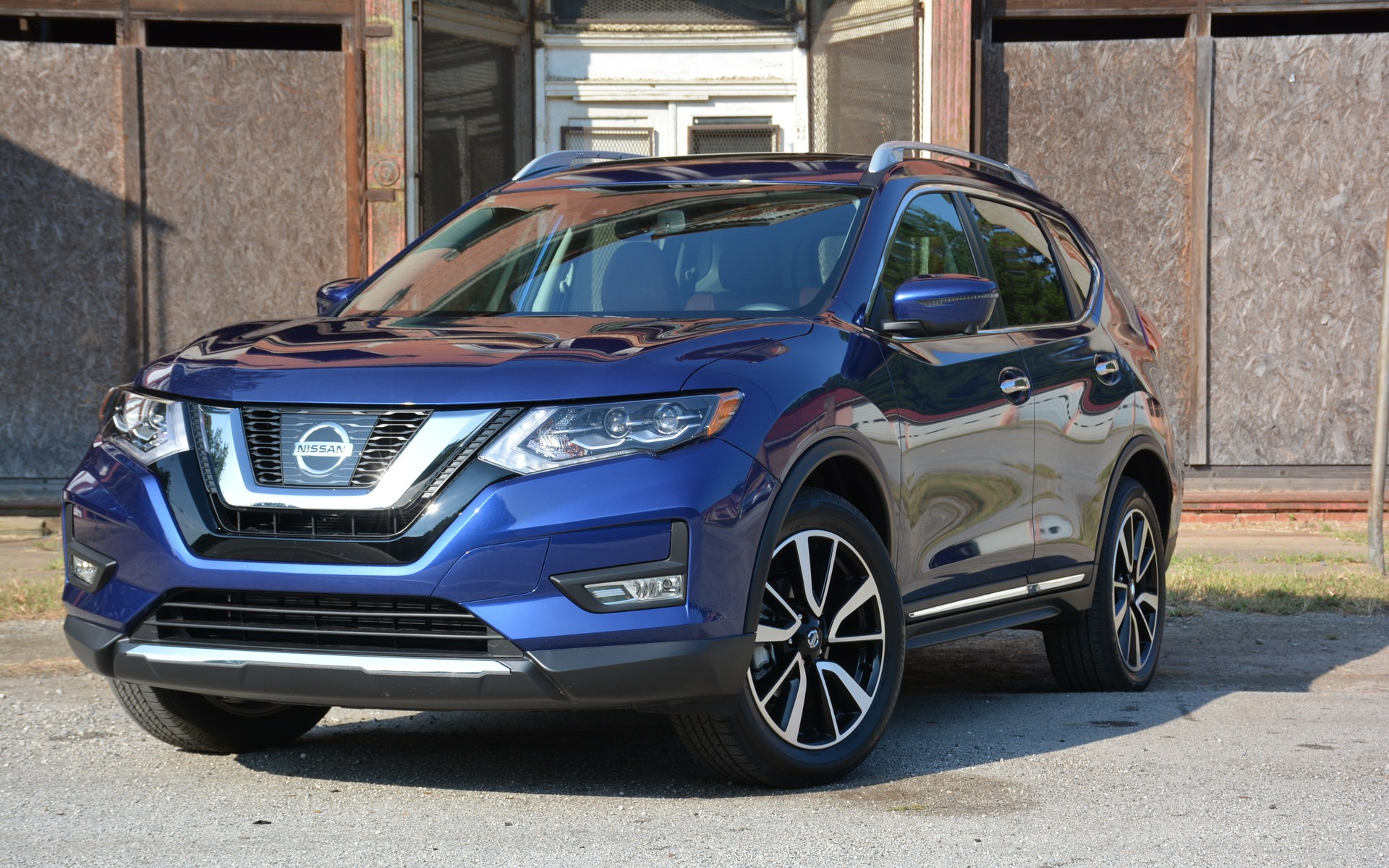 2017 nissan rogue added style to an already smooth ride the car guide. Black Bedroom Furniture Sets. Home Design Ideas