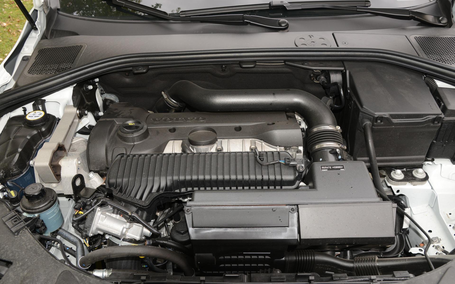 En 2017, les seuls moteurs offerts sont des quatre cylindres.
