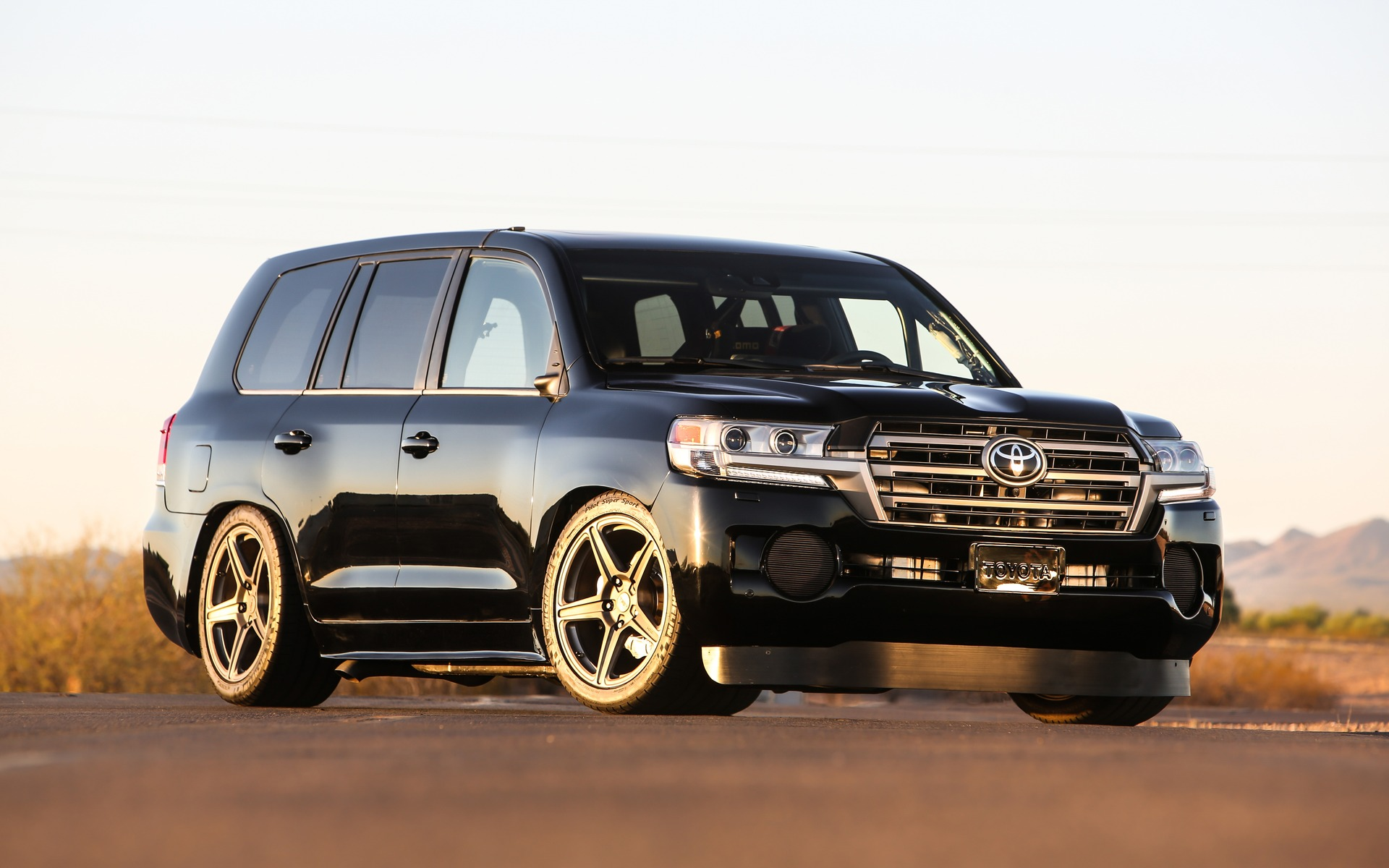 toyota land speed cruiser 354 km h for the big suv the car guide. Black Bedroom Furniture Sets. Home Design Ideas
