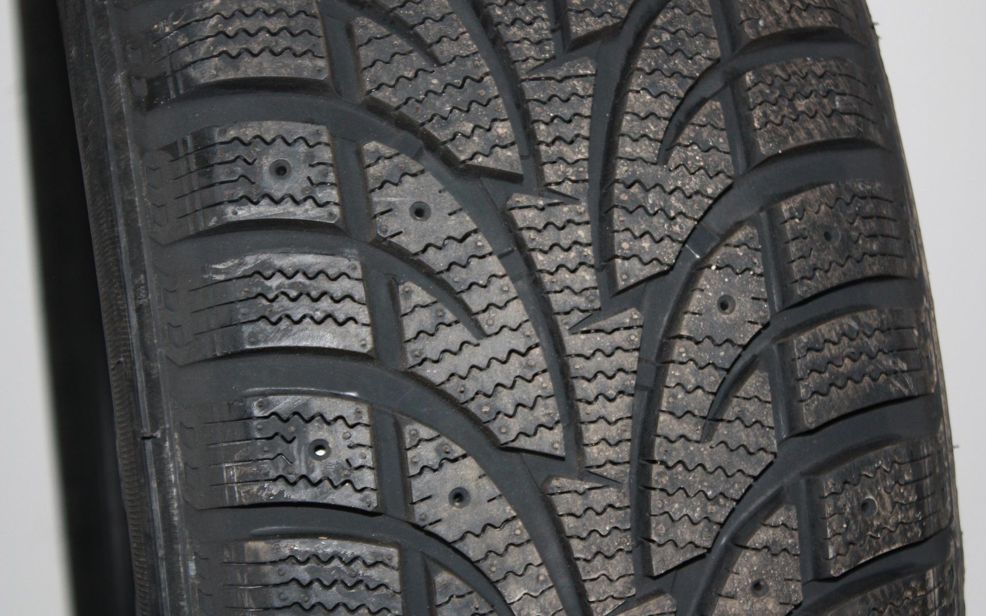 top 10 des pneus d 39 hiver pour petit budget guide auto. Black Bedroom Furniture Sets. Home Design Ideas