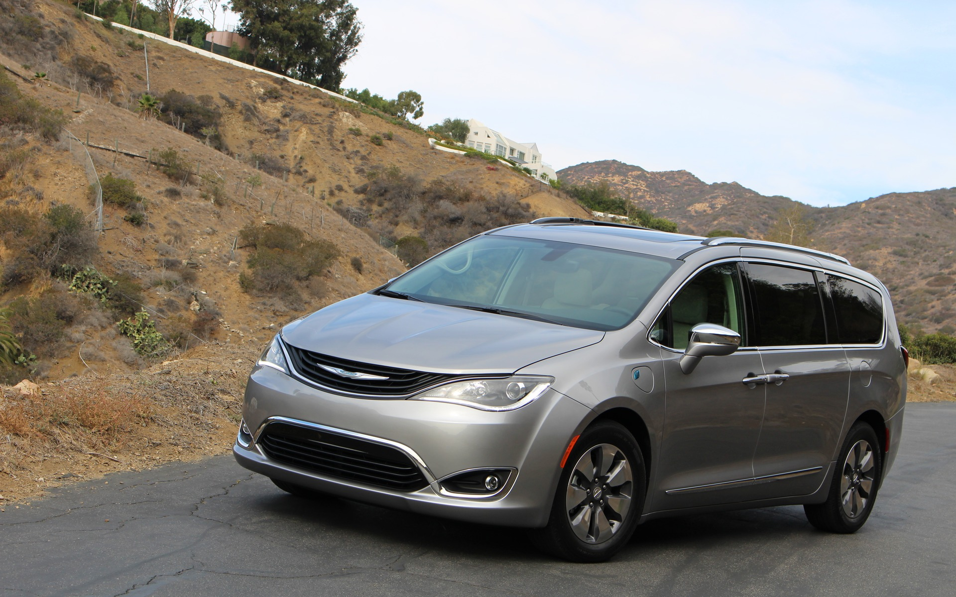 <p>Chrysler Pacifica hybride 2017</p>