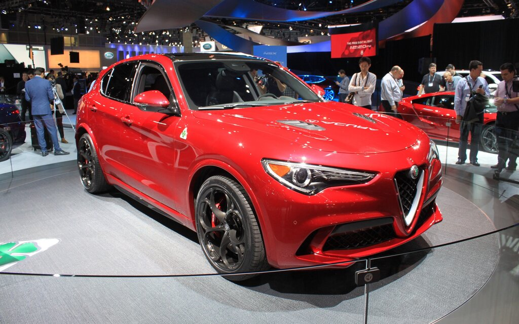 2018 alfa romeo stelvio sports car soul in the body of an suv the car guide. Black Bedroom Furniture Sets. Home Design Ideas