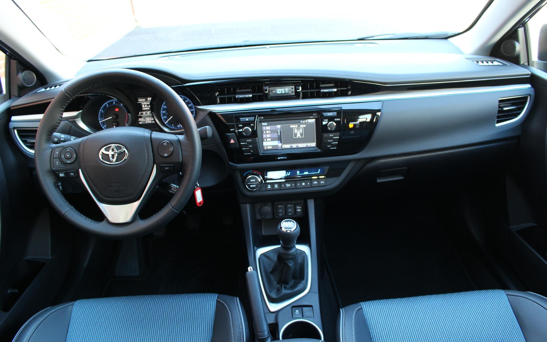 <p>2016 Toyota Corolla S</p>