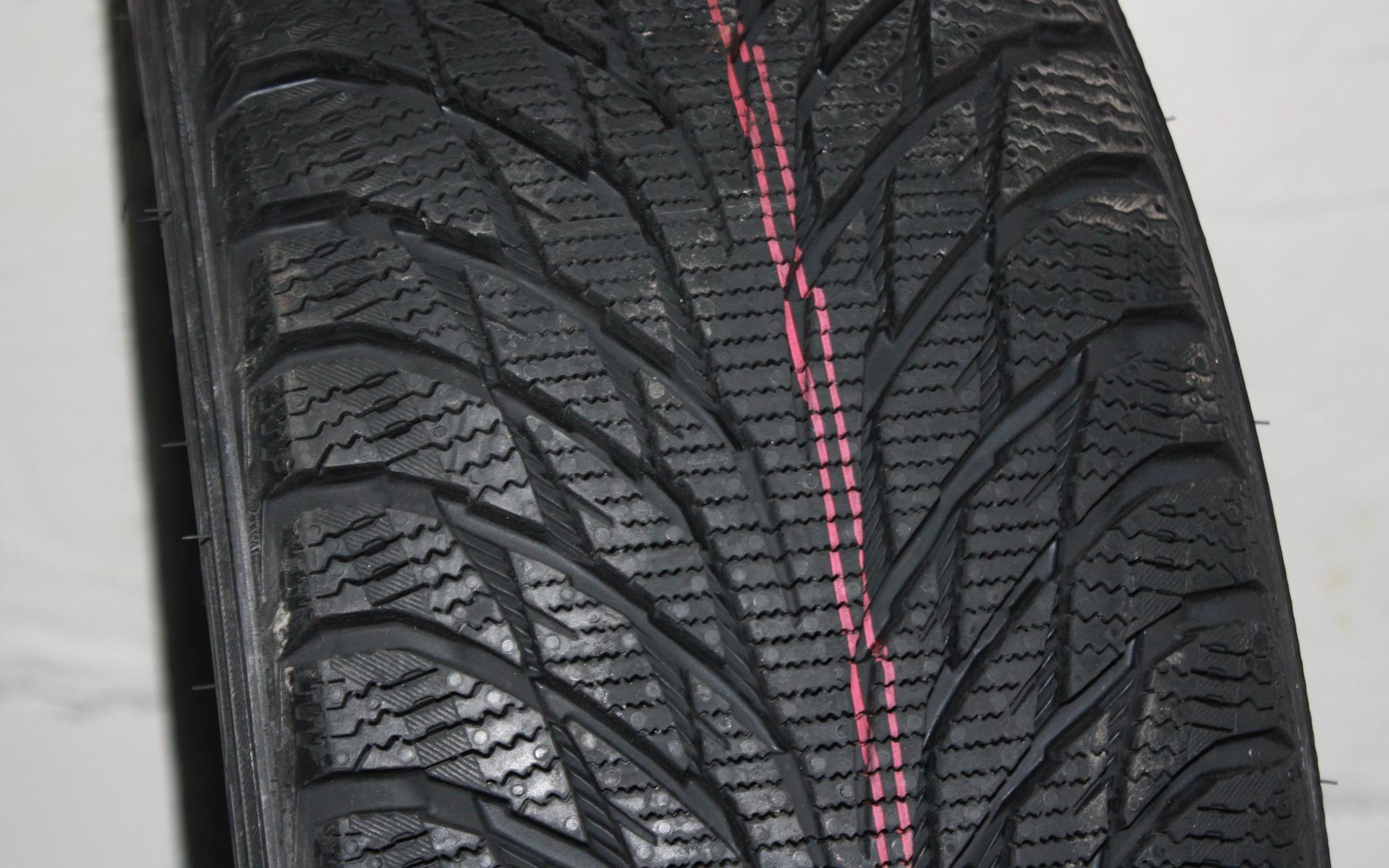 test de pneus d 39 hiver du guide de l 39 auto 2 39. Black Bedroom Furniture Sets. Home Design Ideas