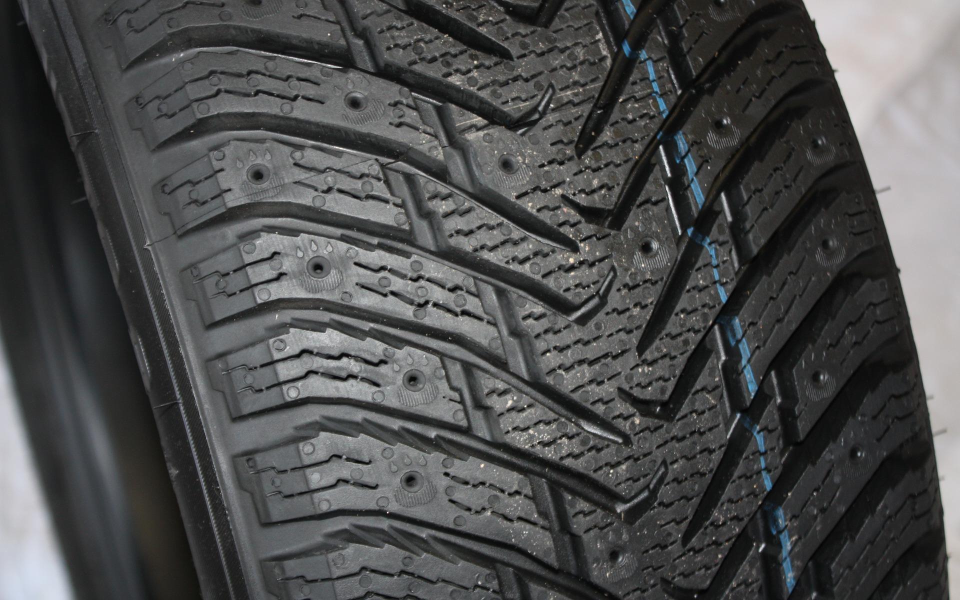 test de pneus d 39 hiver du guide de l 39 auto 3 39. Black Bedroom Furniture Sets. Home Design Ideas