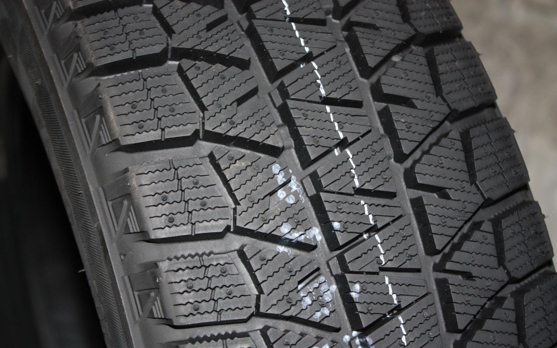 test de pneus d 39 hiver du guide de l 39 auto 4 39. Black Bedroom Furniture Sets. Home Design Ideas