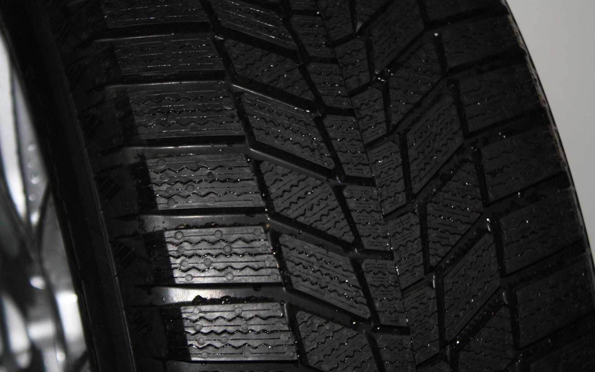 test de pneus d 39 hiver du guide de l 39 auto 6 39. Black Bedroom Furniture Sets. Home Design Ideas