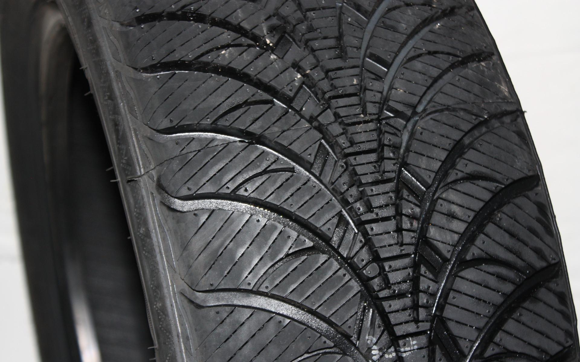 test de pneus d 39 hiver du guide de l 39 auto 17 39. Black Bedroom Furniture Sets. Home Design Ideas