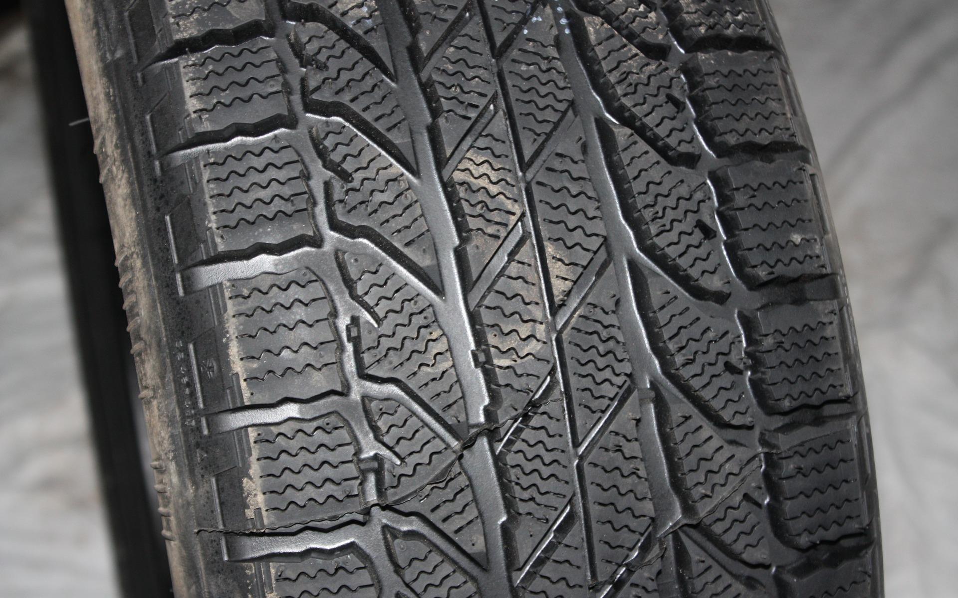 test de pneus d 39 hiver du guide de l 39 auto 25 39. Black Bedroom Furniture Sets. Home Design Ideas